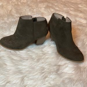 Old Navy Suede army green booties ankle heel boots